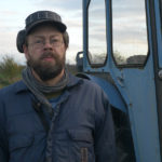 Thomas ved sin traktor